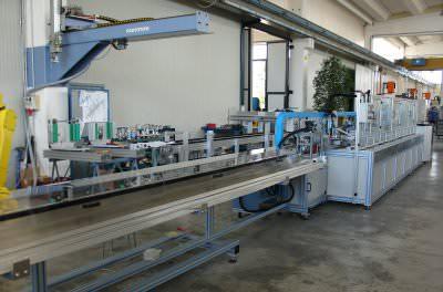 Immagine realizzazione Macchina di taglio, foratura, e di assemblaggio meccanismo persiana CTF Automazioni Srl