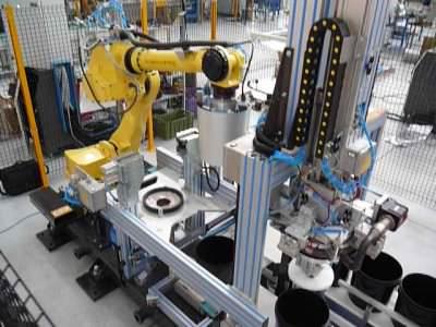 Immagine realizzazione Macchina rivestimento secchi CTF Automazioni Srl